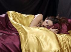 атласное постельное белье красивое