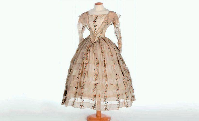 барежевое платье