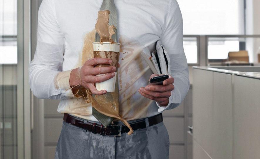 кофейное пятно на одежде