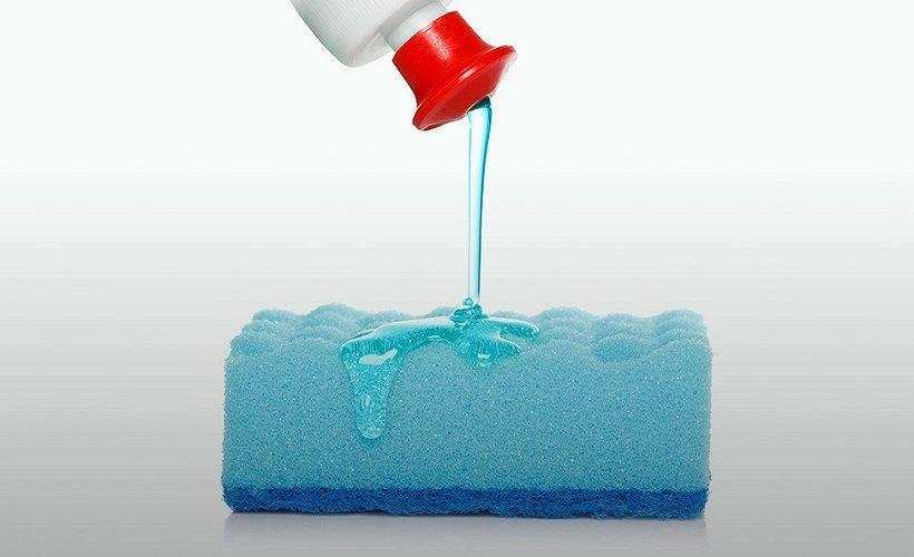 гель для мытья посуды против пятен крови