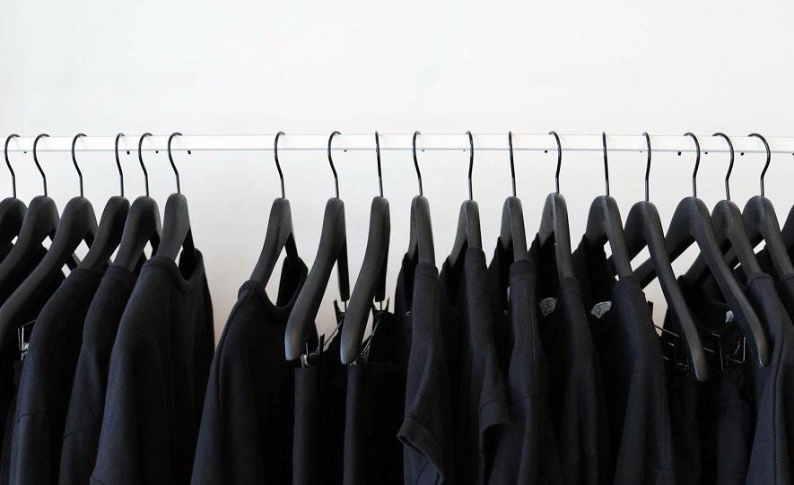 как вернуть черный цвет вещам