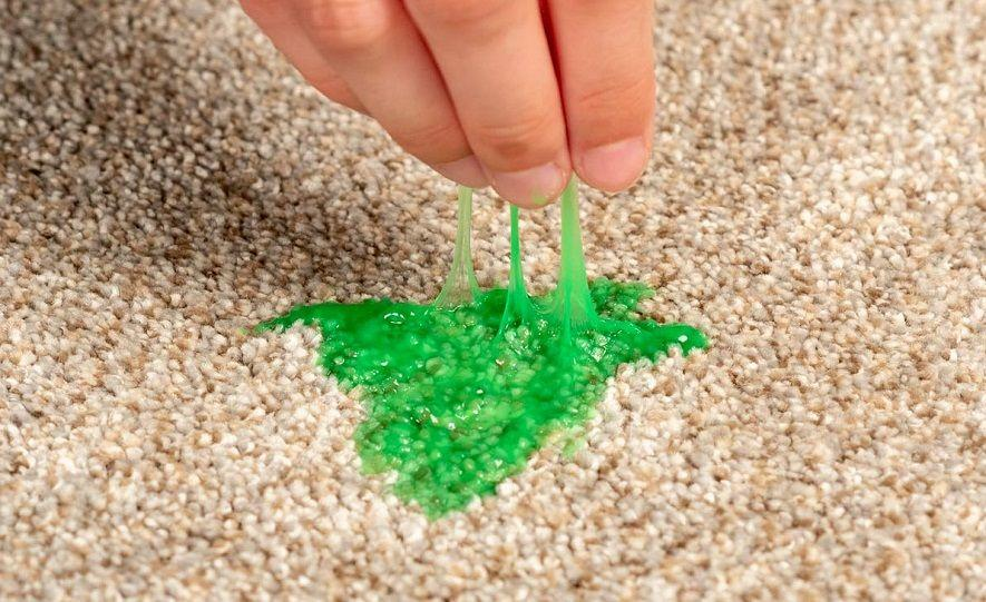 слайм на ковре