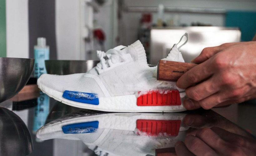 чистка белой обуви мыльным раствором