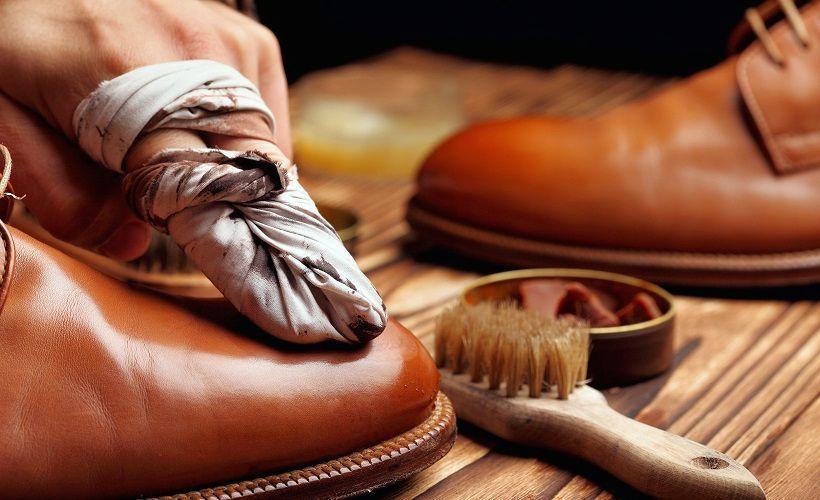 окрашивание обуви для удаления заломов