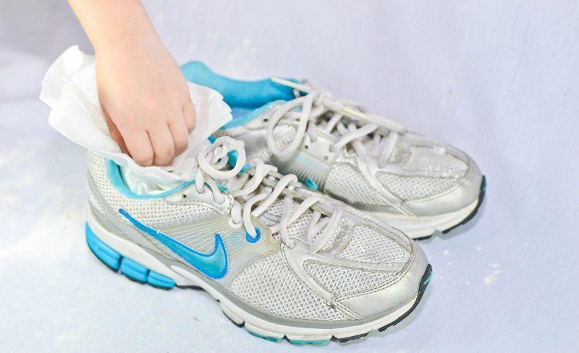 сушка обуви при помощи бумаги