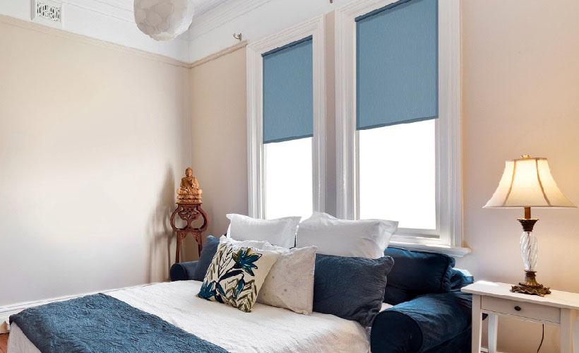 рулонные шторы в спальне